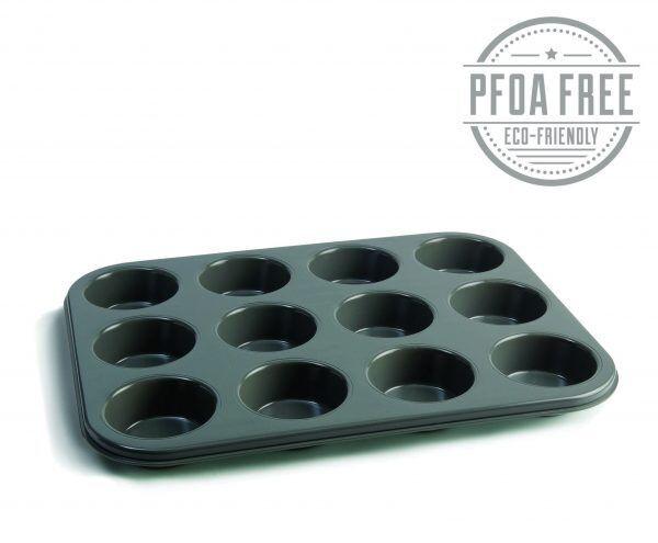 1060 12 hole muffin tray angled Марка: JAMIE OLIVER <br />Модел: JB 1060<br />Доставка: 2-4 работни дни<br />Гаранция: 2 години