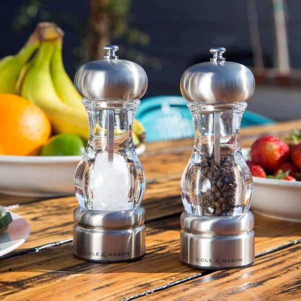 cole mason saturn salt pepper gift set h30448pu saturn gs lifestyl Марка: COLE & MASON <br />Модел: Cole & Mason H 304498P<br />Доставка: 2-4 работни дни<br />Гаранция: 2 години