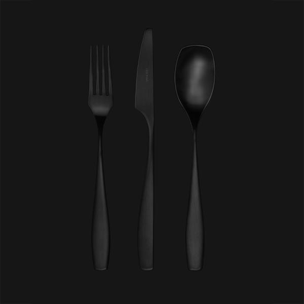 lizz black.jpg1