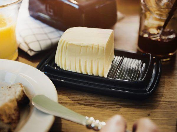 eh 0225 life beurrier butterdish breakfast h 4 Марка: Emile Henry <br />Модел: EH 0225-79<br />Доставка: 2-4 работни дни<br />Гаранция: 2 години