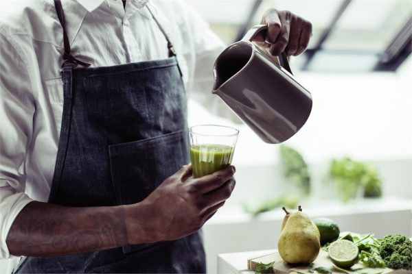 eh 1520 life pichet pitcher greensmoothie serving2 h 2 Марка: Emile Henry <br />Модел: EH 1520-11<br />Доставка: 2-4 работни дни<br />Гаранция: 2 години